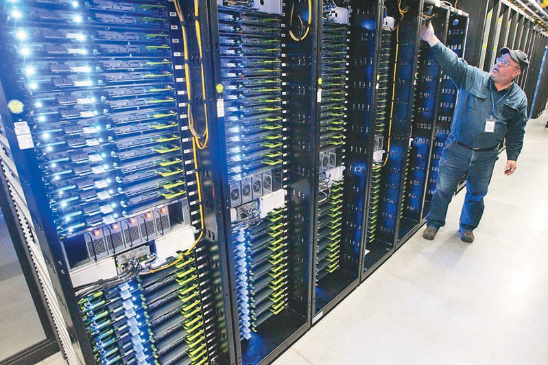 全球缺櫃、缺船與塞港狀況未解,加上上游主晶片缺料,致使伺服器產業第2季訂單將遞延至第3季。 美聯社