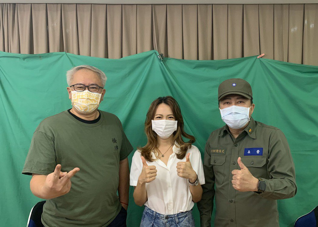 影集「國際橋牌社2」19日舉行線上記者會,製作人汪怡昕(左起)和演員范宸菲、趙正