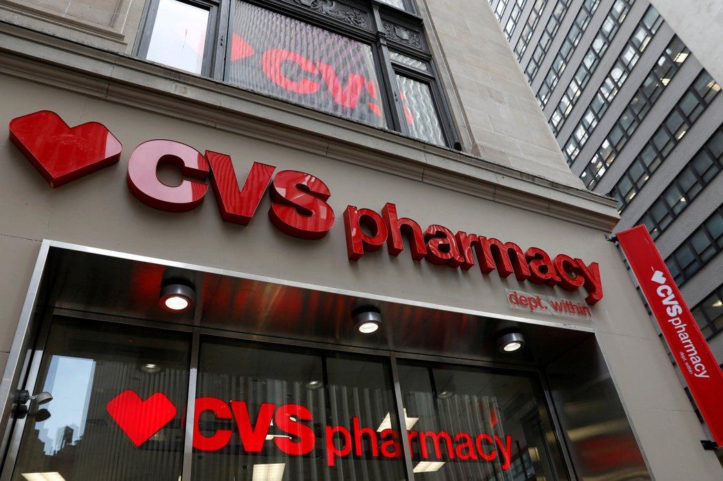 華爾街日報報導,新冠疫情在今年春季反而成為連鎖藥局的搖錢樹。路透