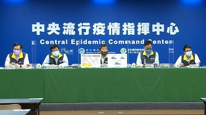中央流行疫情指揮中心將於下午2時舉行記者會,由指揮官陳時中親自主持,屆時莫德納疫苗到貨、疫情變化及簡訊實聯制遭濫用議題備受矚目。圖/取自直播畫面