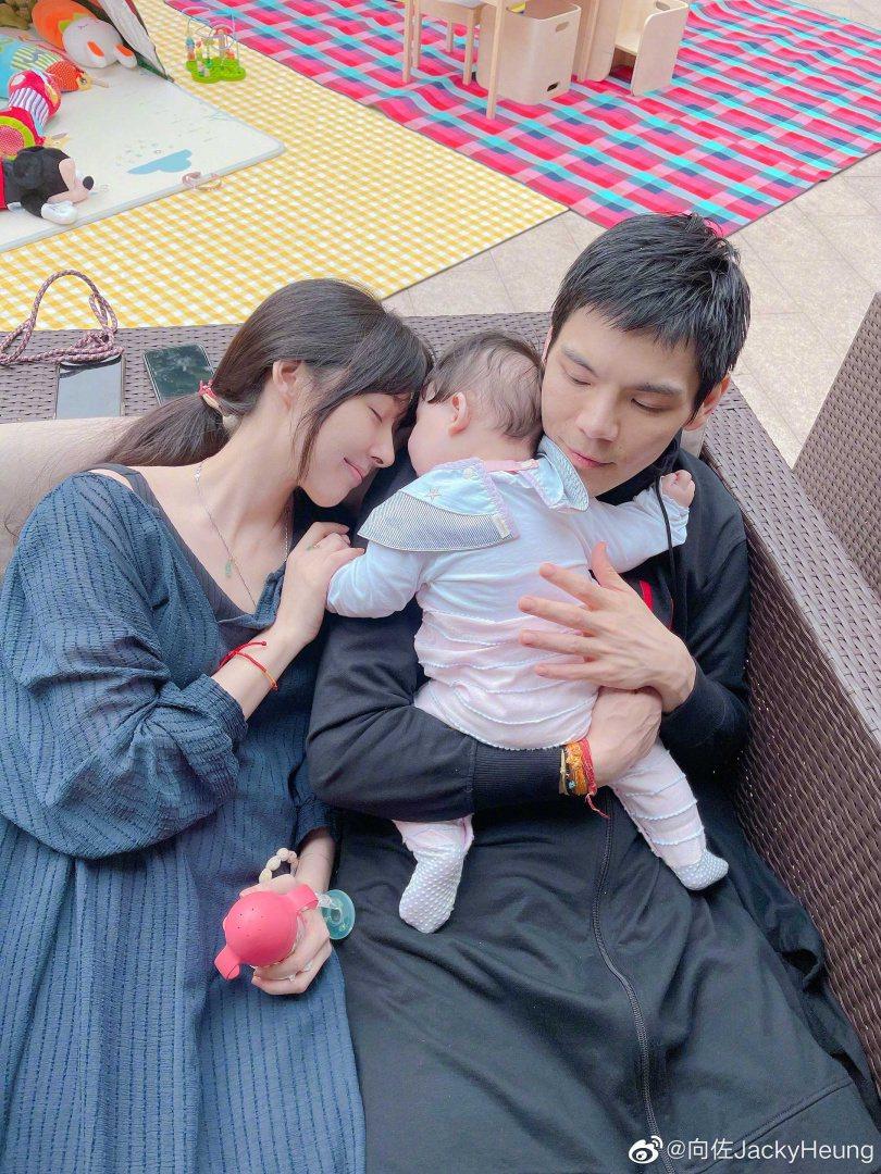 郭碧婷與向佐生孩子後變成曬娃父母。圖/摘自微博