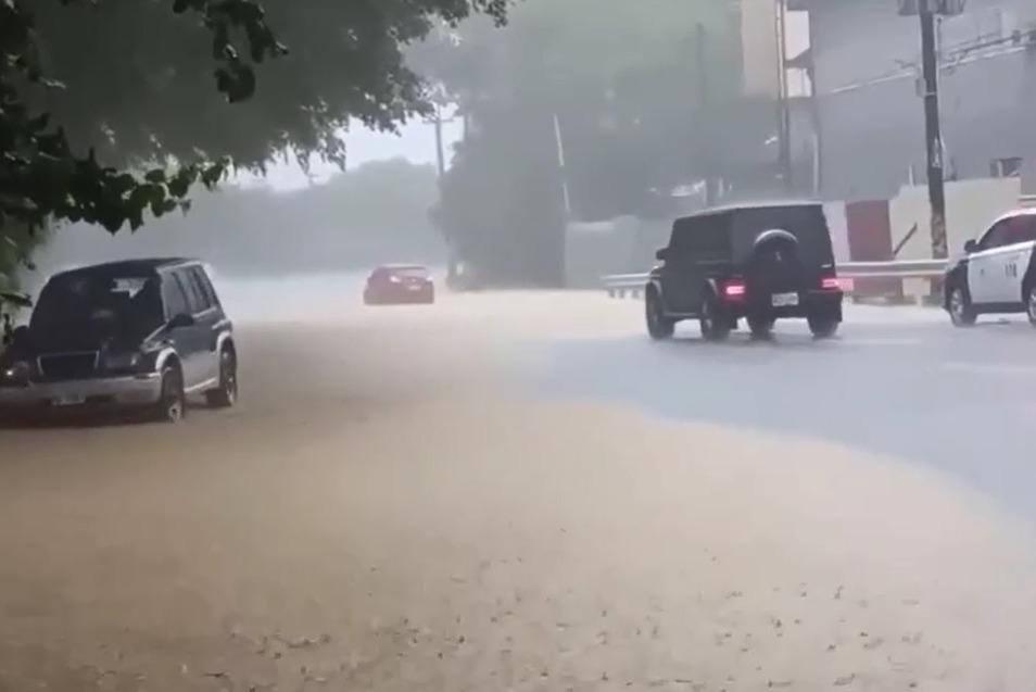 台三線驚現「滾滾黃河」 林內居民:大雨來就有這景!