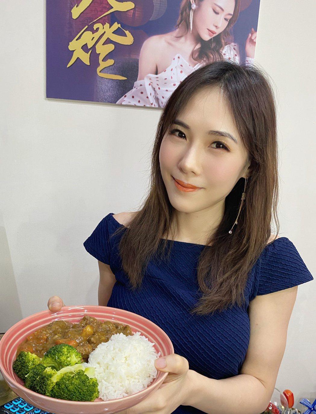 吳申梅在家化身大廚料理三餐。圖/音圓唱片提供