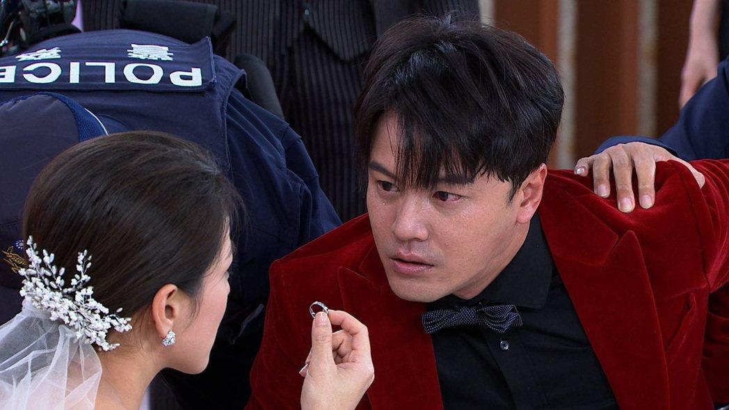 黃文星飾演反派「劉加堯」在婚禮中遭警壓制。圖/民視提供