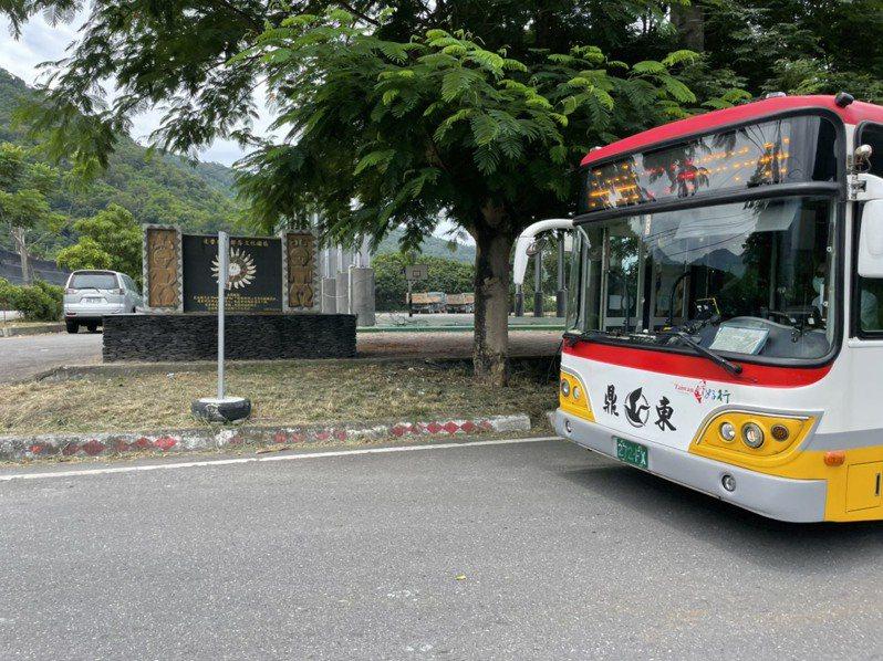 台東縣卑南鄉東與村達魯瑪克部落公車停駛近30年,今天復駛。圖/台東縣政府提供