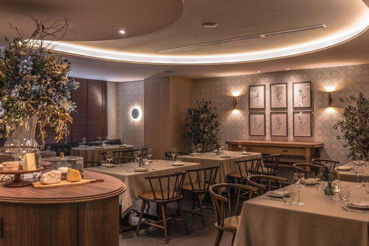 Chou Chou以法式風情的橢圓桌櫃,作為視覺焦點。圖/Chou Chou法式...