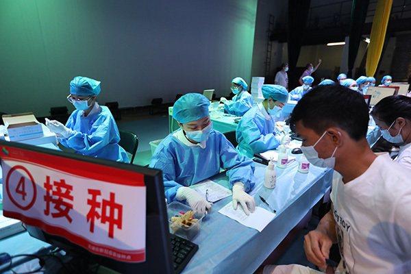 5月12日,廣州,疫苗接種現場。人民網