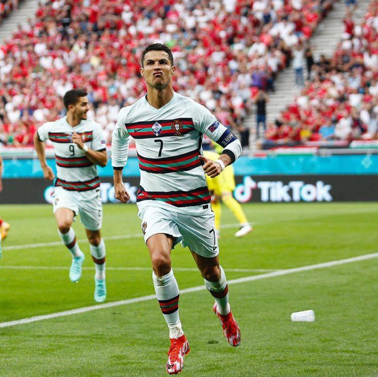 他在對戰匈牙利的比賽上進了兩球,以連續參加5屆、11個進球的紀錄正式在歐洲國家盃...