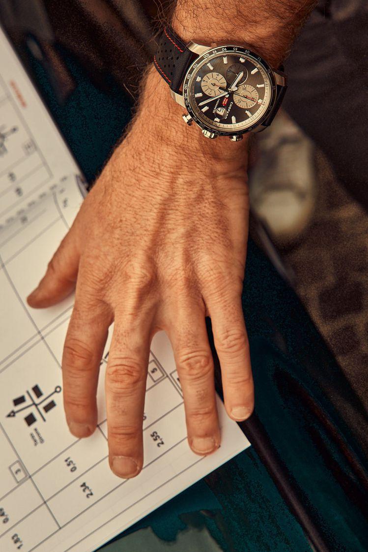 蕭邦Mille Miglia 2021車賽限量版腕表備有精鋼款與雙色半金款兩種選...