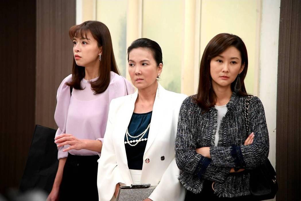 陳珮騏(右起)、丁國琳、賴郁庭演出「天之驕女」。圖/三立提供