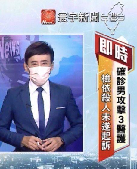 因應疫情,許建國戴口罩播報新聞。圖/許建國提供