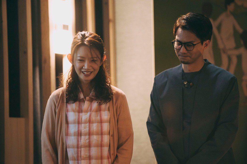吳奕蓉(左)與鄒承恩在「我願意」有情愫。圖/絡思本娛樂製作公司提供