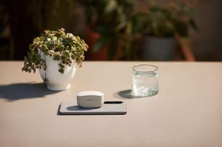 Sony WF-1000XM4全新升級支援無線充電板充電功能,搭配手機使用更便利...