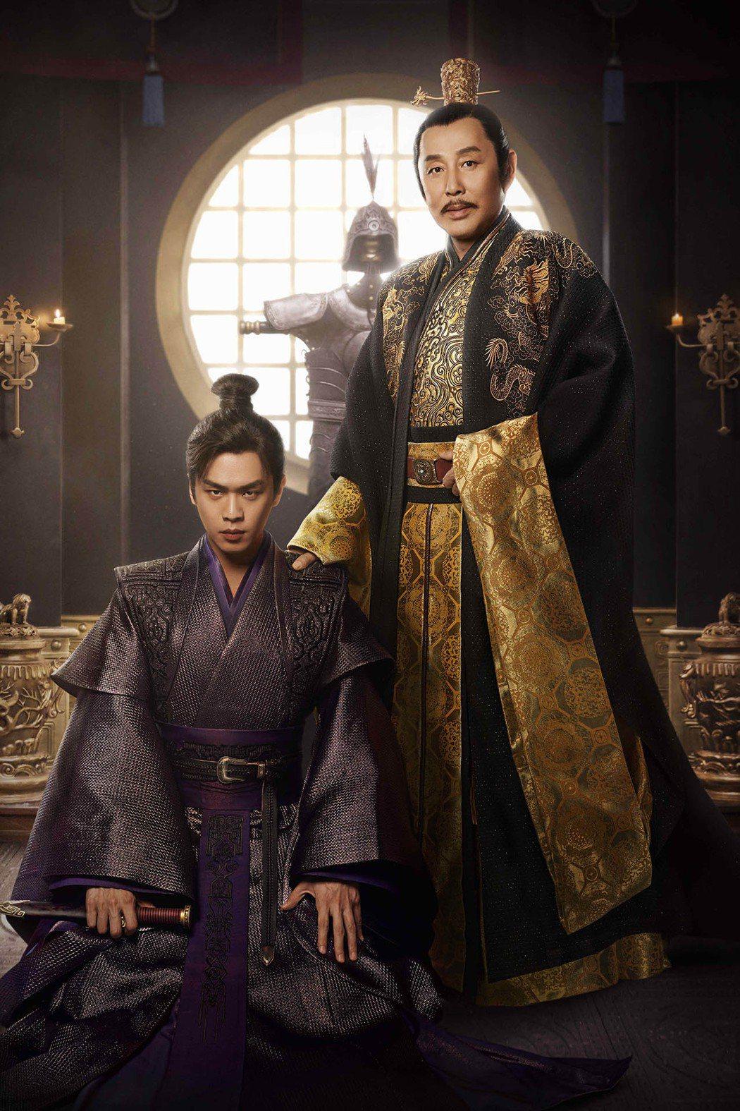 陳道明(右)在拍攝過程時常傳授演戲經驗給張若昀。圖/中天娛樂台提供