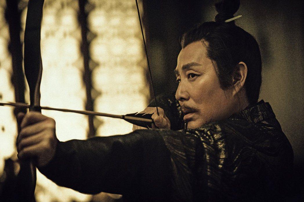 陳道明在「慶餘年」中飾演表面平易近人,實則城府極深的「慶帝」。圖/中天娛樂台提供