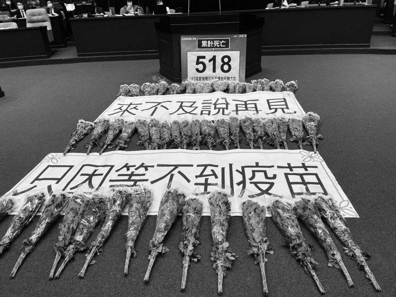 國民黨團總召費鴻泰嘆黨團提案8月底錢採購3000萬劑國際認證疫苗遭民進黨團封殺。圖/取自費鴻泰臉書