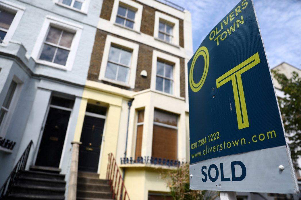 英國房地產市場加速熱絡,但需求激增和房價以雙位數上漲,令人擔心市場正形成難以維繫...
