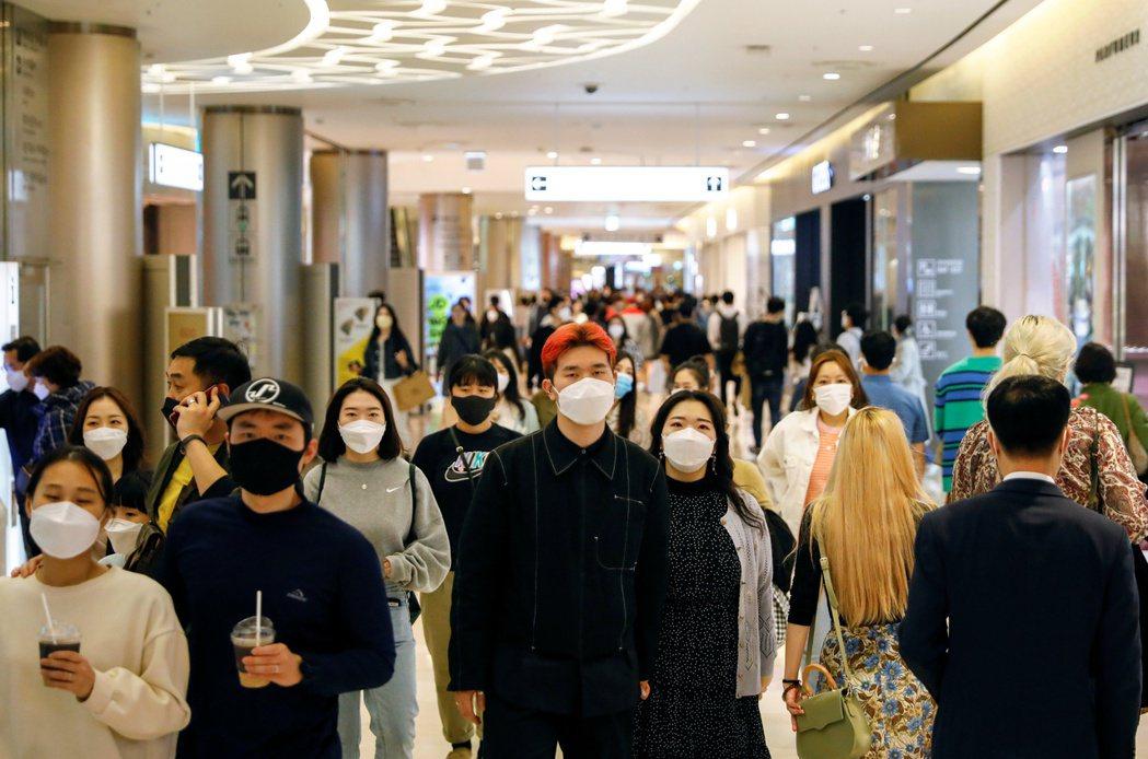 截至20日止,南韓至少接種一劑新冠疫苗的民眾超過1,500萬人,占總人口約29....