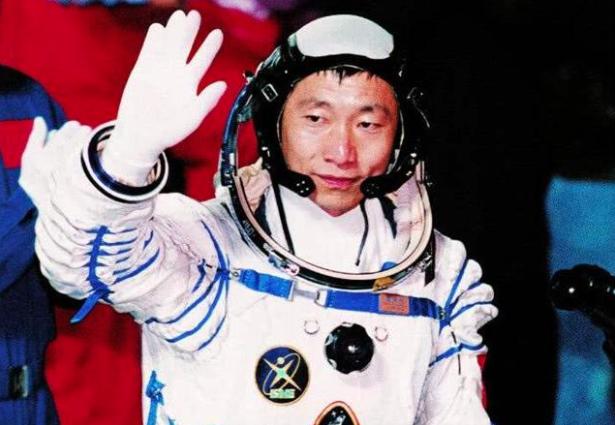 大陸首位進入太空的太空人楊利偉。(每日頭條)