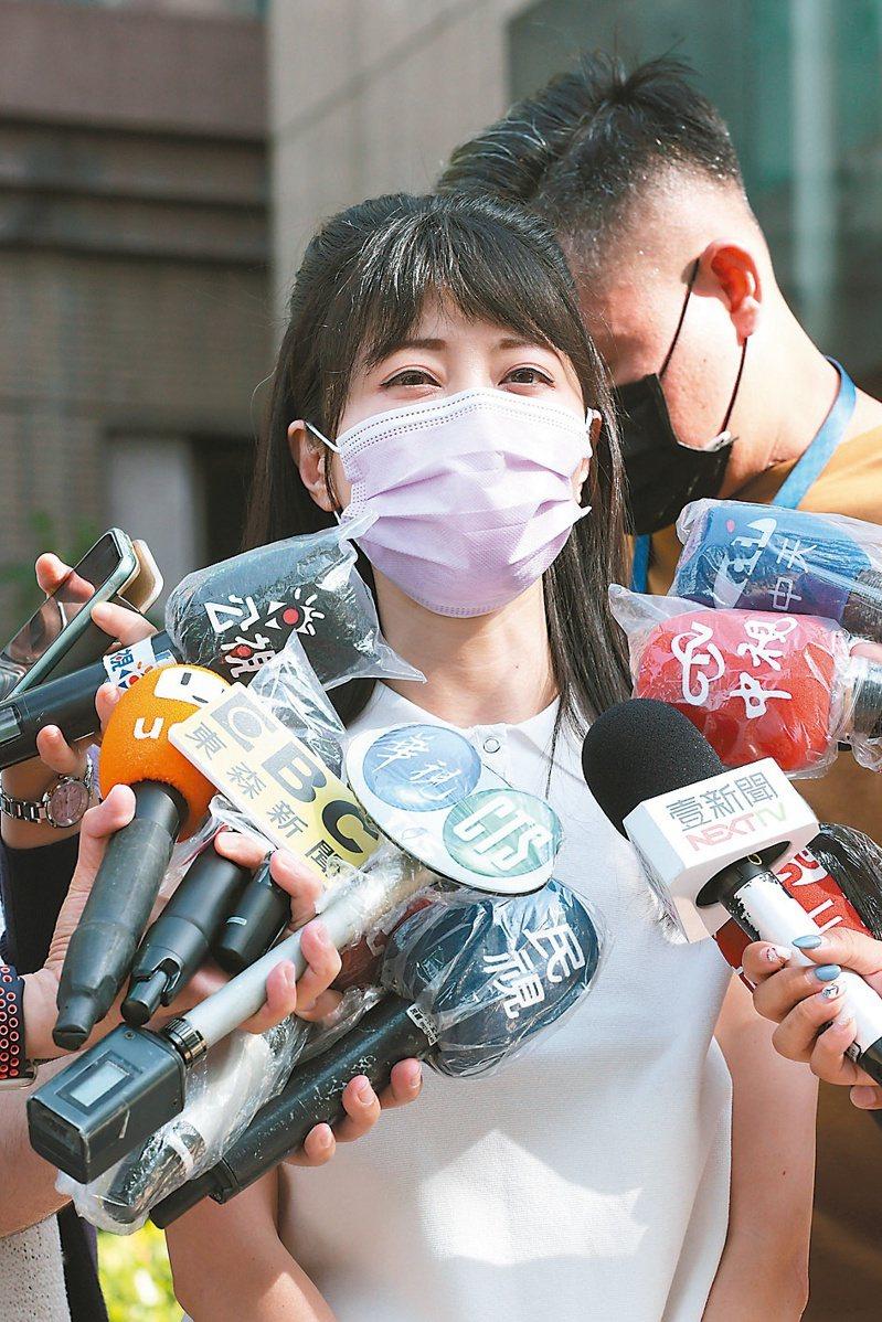 民進黨立委高嘉瑜否認關說,並表示有種「被突襲」感覺。記者許正宏/攝影