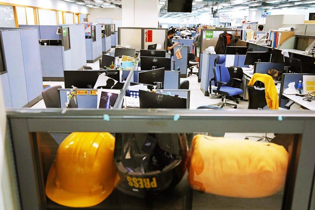 香港職工會聯盟總幹事蒙兆達認為何啟明的說法「漠視員工生計問題」,並且指出此案未經...