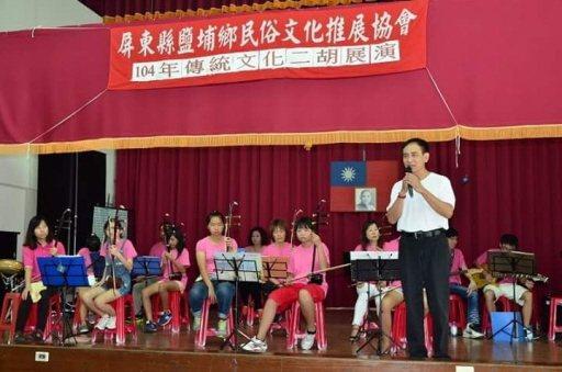 林政男(白衣)當上鄉代會副主席後,大力推廣傳統技藝。 圖/林政男提供