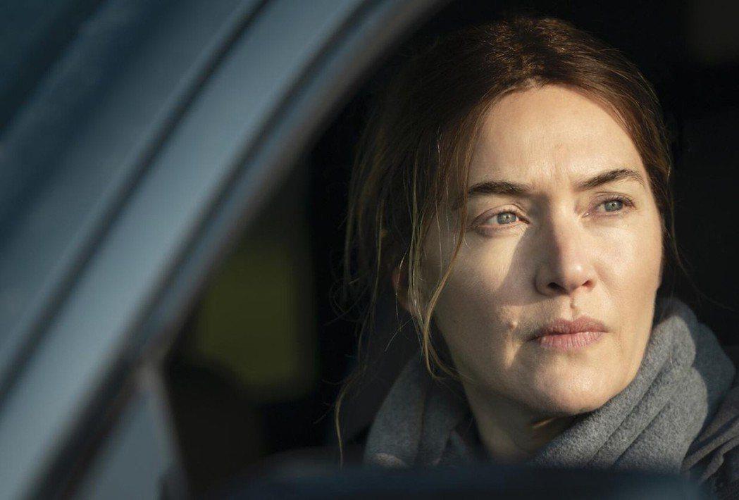 演員凱特溫絲蕾所飾演的Mare為本劇主角,是一名執法人員、一名母親、一名女兒。 ...