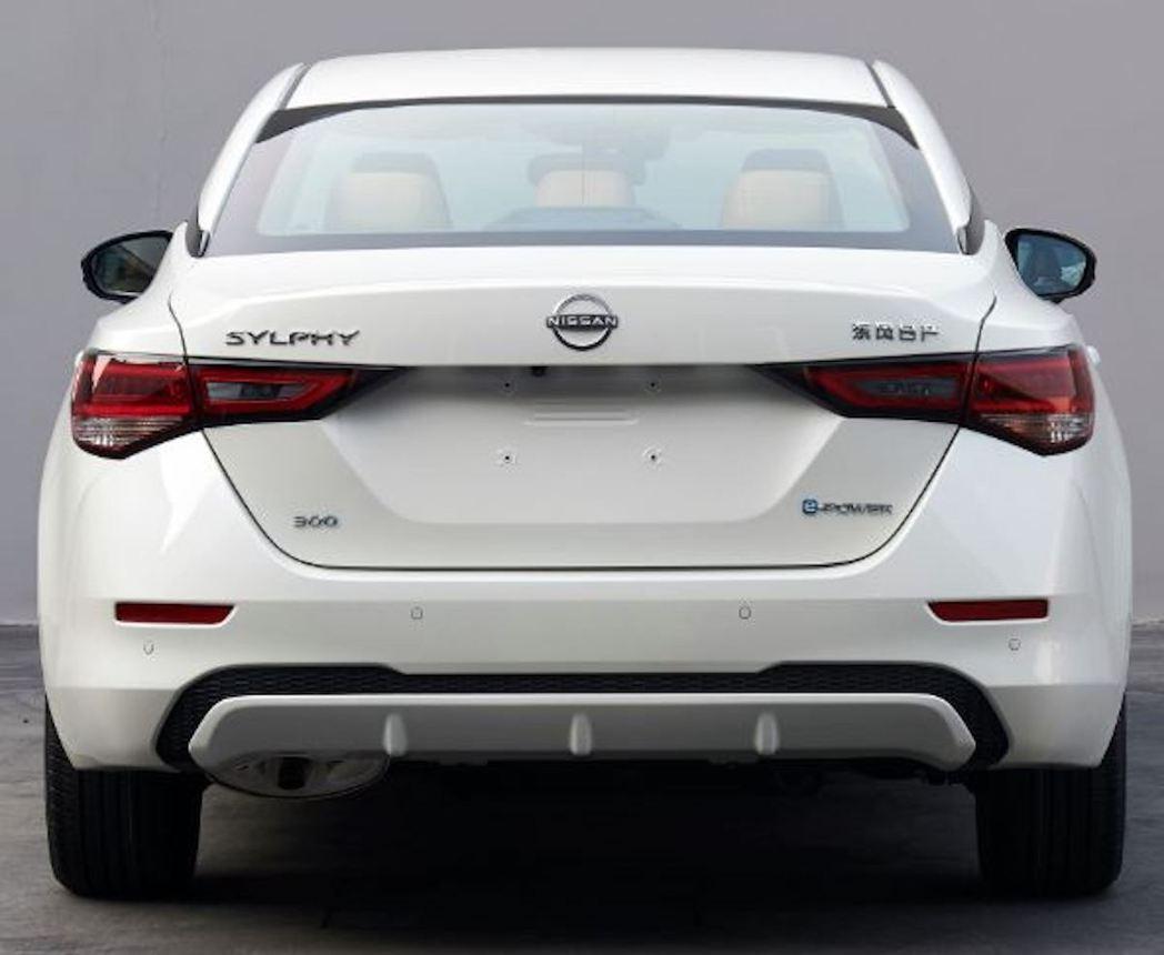 Sylphy e-POWER車尾升級了LED尾燈,尾廂也換上新世代Nissan廠...