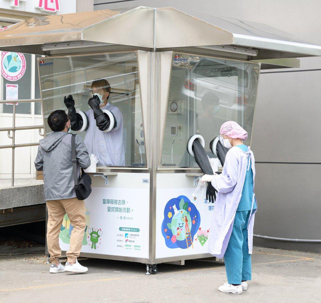 上銀集團捐贈的採檢亭使用狀況。 上銀集團/提供