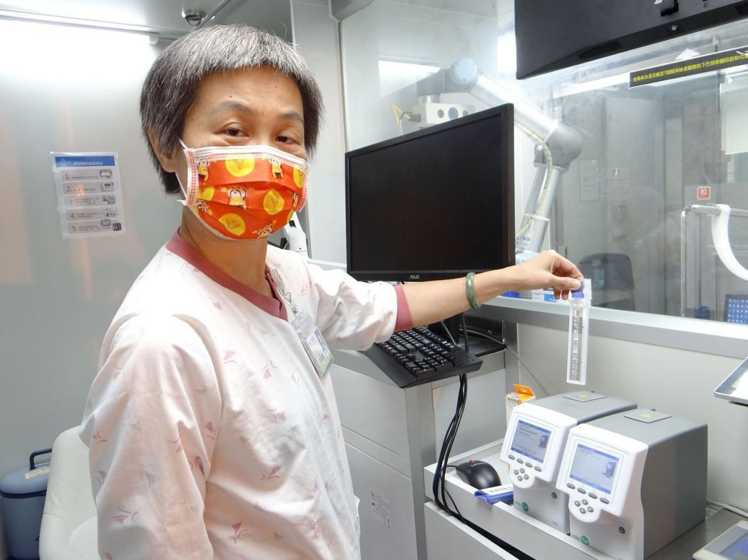 採檢流程7:快速RT-PCR檢測系統報告,採檢完成後(約2小時),可於原預約網頁...