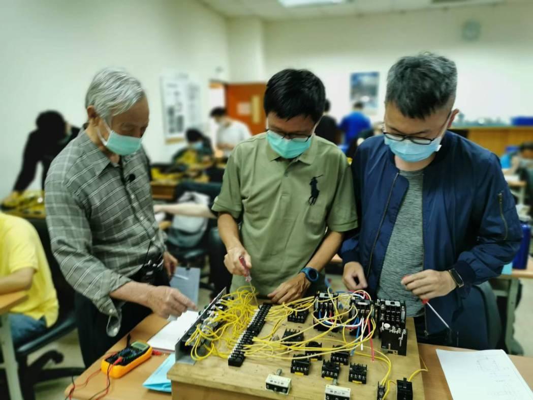 智慧控制整合人才培訓班上課情形。 中國生產力中心/提供