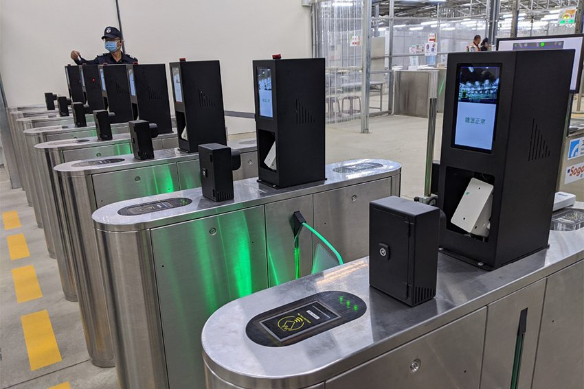 工研院新一代「熱影像體溫異常偵測技術」創新整合彩色攝影機與熱影像感測器,可即時儲...