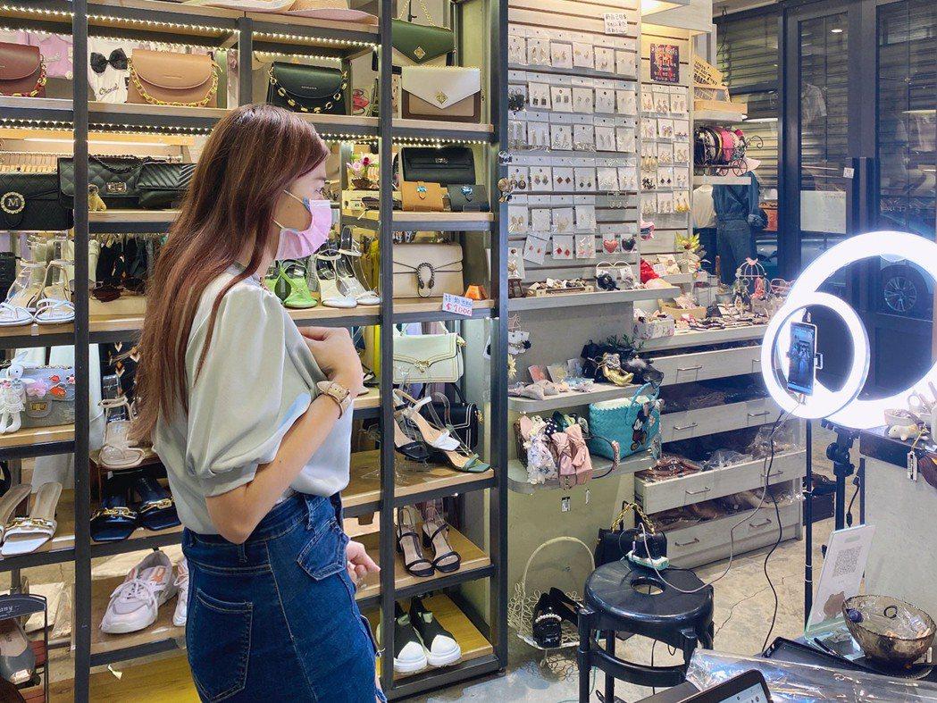 時尚女裝品牌木札朵近期直播訂單數與轉單率皆成長 15% 以上,其中的新客佔比更是...