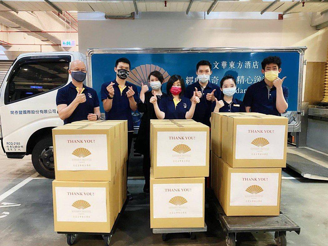 台北文華東方酒店日前準備了100盒關懷餐盒送給辛苦的醫護人員。 業者/提供