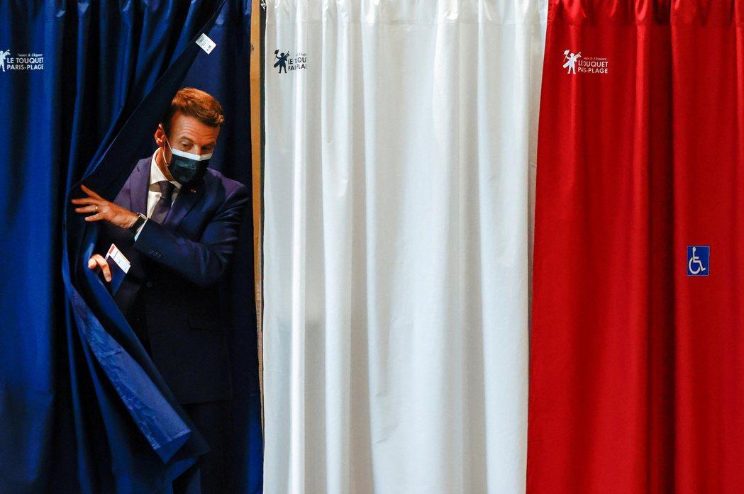 法國20日舉行全國地方選舉首輪投票,初步結果顯示中間偏右共和黨領先,不過根據民調...