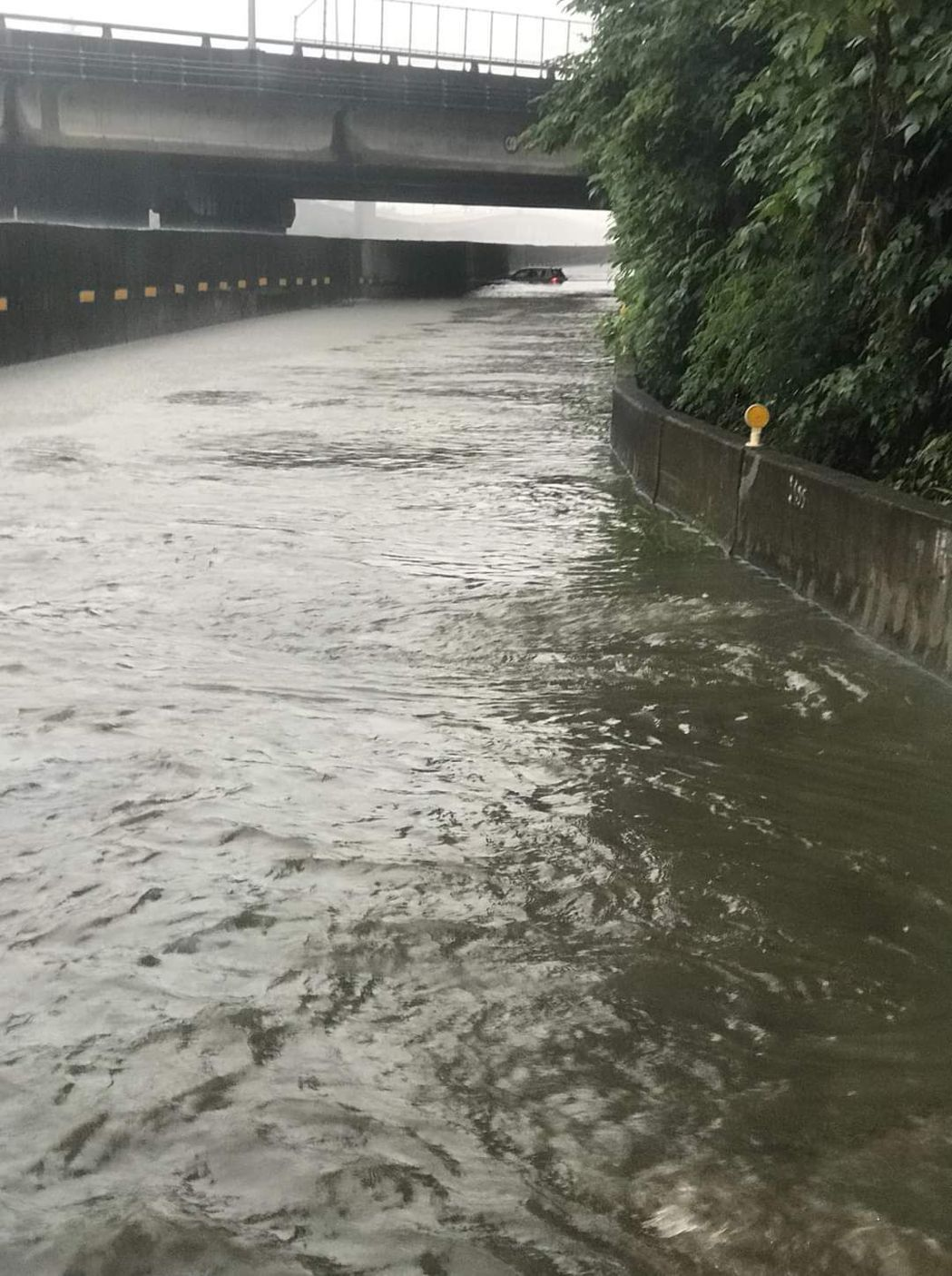 台76線埔心交流道下面的平面道路淹水。圖/轉載自彰化踢爆網