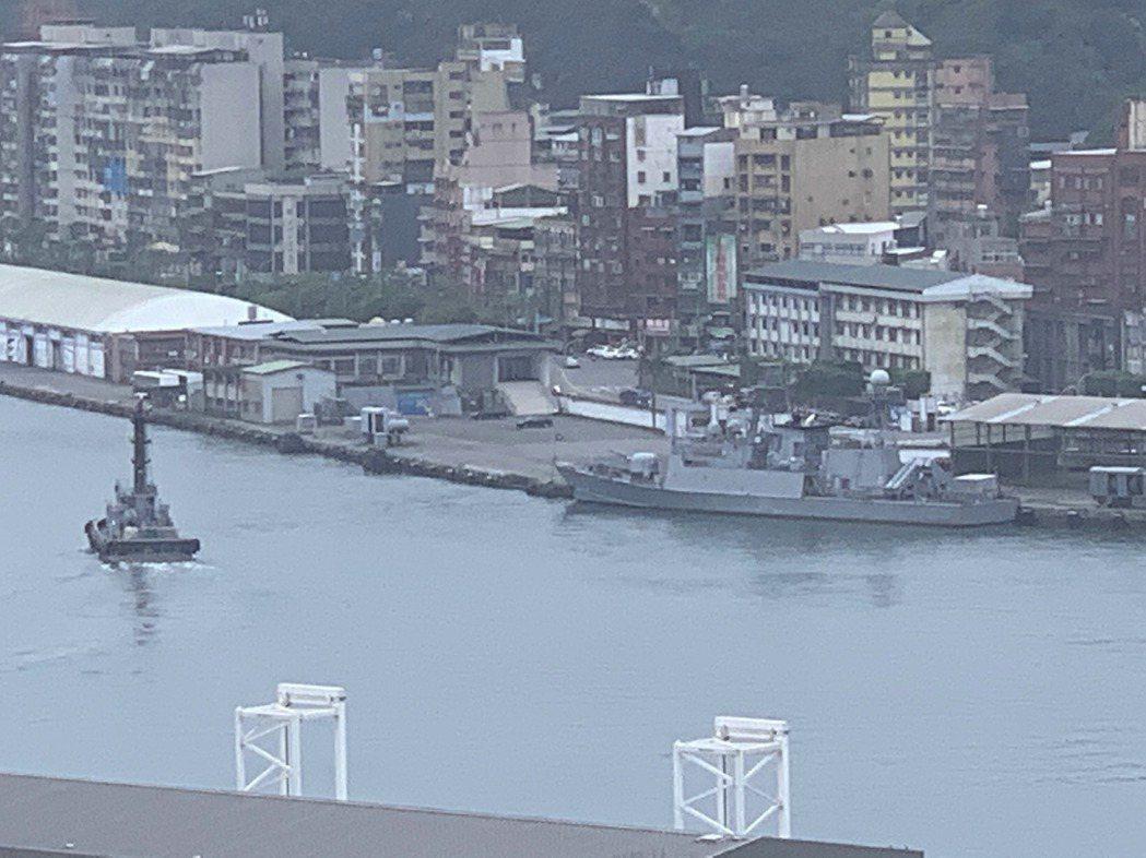 基隆市府曾宣示「軍用碼頭及威海營區(如圖(西遷工程」進度超前,可望於年底完工,傳...