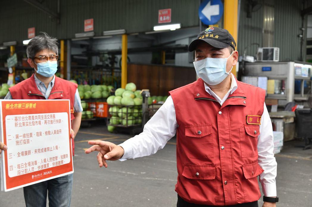 新北市長侯友宜今日視察三重果菜市場。圖/新北市新聞局提供