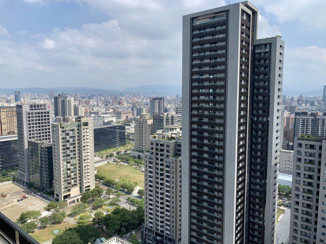 十大豪宅建商傾巢而出,台中七期下半年推案逾320億元。記者宋健生/攝影