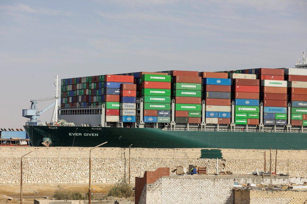 為讓蘇伊士運河管理局評估長賜輪船東提出的新和解方案,埃及法院20日再度休庭。  ...