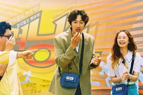 李光洙日前請辭「Running Man」,離開主持了11年的綜藝節目。他的退出對節目影響甚鉅,根據南韓尼爾森調查,日前「RM」最新一集的收視率只有5.3%,比李光洙畢業的集數下滑0.7%,成為今年倒...