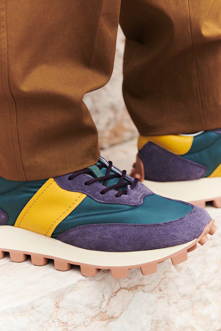 TOD'S全新運動鞋款Dots Run將尼龍與皮革拼接不同色彩,強調鮮...