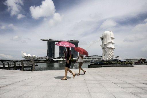 從新加坡的經驗來看,高效的疫情傳播監控機制、即時處理群聚感染熱點的反應能力、及成熟公民心態的養成是安全解封的路上不可或缺的元素。歐新社