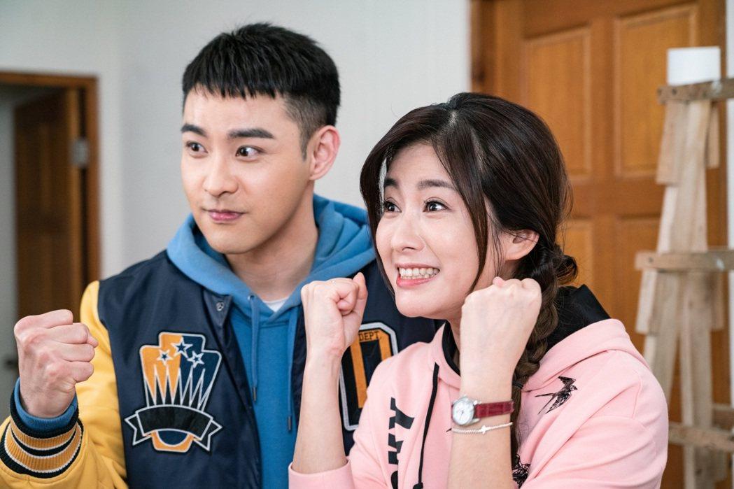 葉家妤(右)、潘柏希在「黃金歲月」中演出姐弟。圖/民視提供