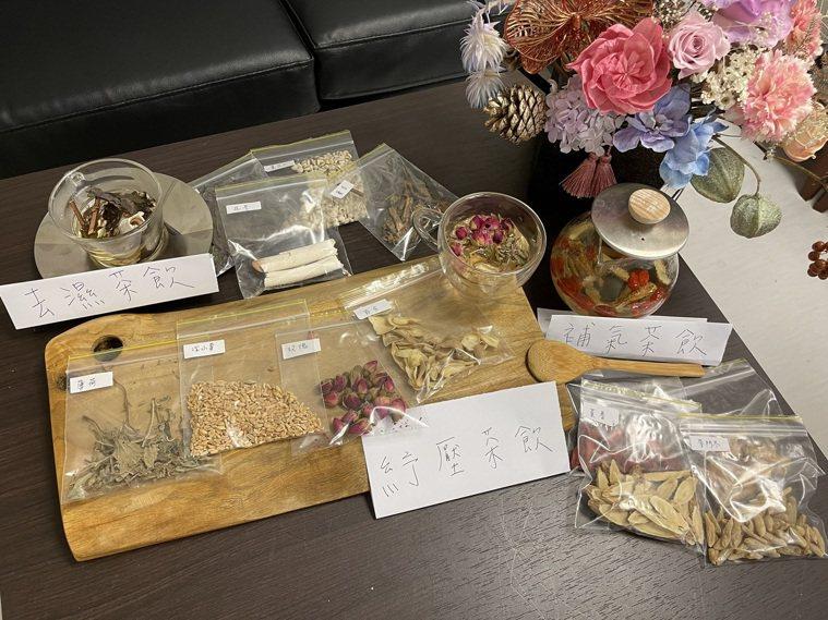 中醫師陳亮宇指出,養生茶飲建議依個人體質,由醫師開立處方調配。記者陳斯穎/攝影