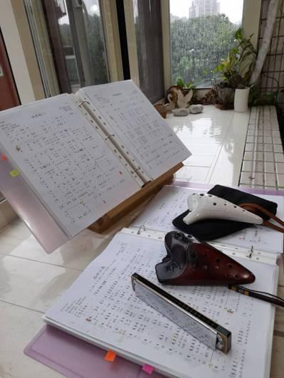 蟄居的日子停課不停學,我們這群LKK學員勤於練琴習笛作功課,並於社群軟體上分享練...