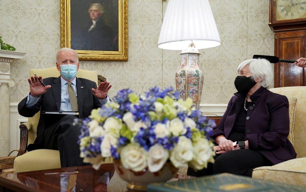 拜登(左)將聽取美國財金管員匯報,右為財政部長葉倫。路透