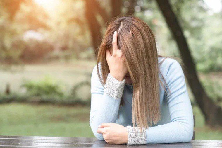 台灣一年因精神疾病就醫者超過200萬人,又以15到64歲的工作年齡人口為大宗。圖...