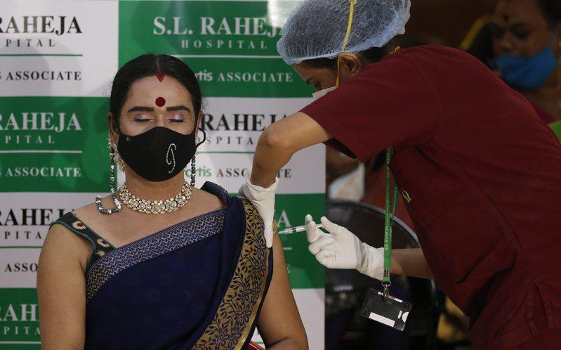 印度莫迪政府從21日起開始為所有18歲以上成人接種新冠疫苗。  美聯社