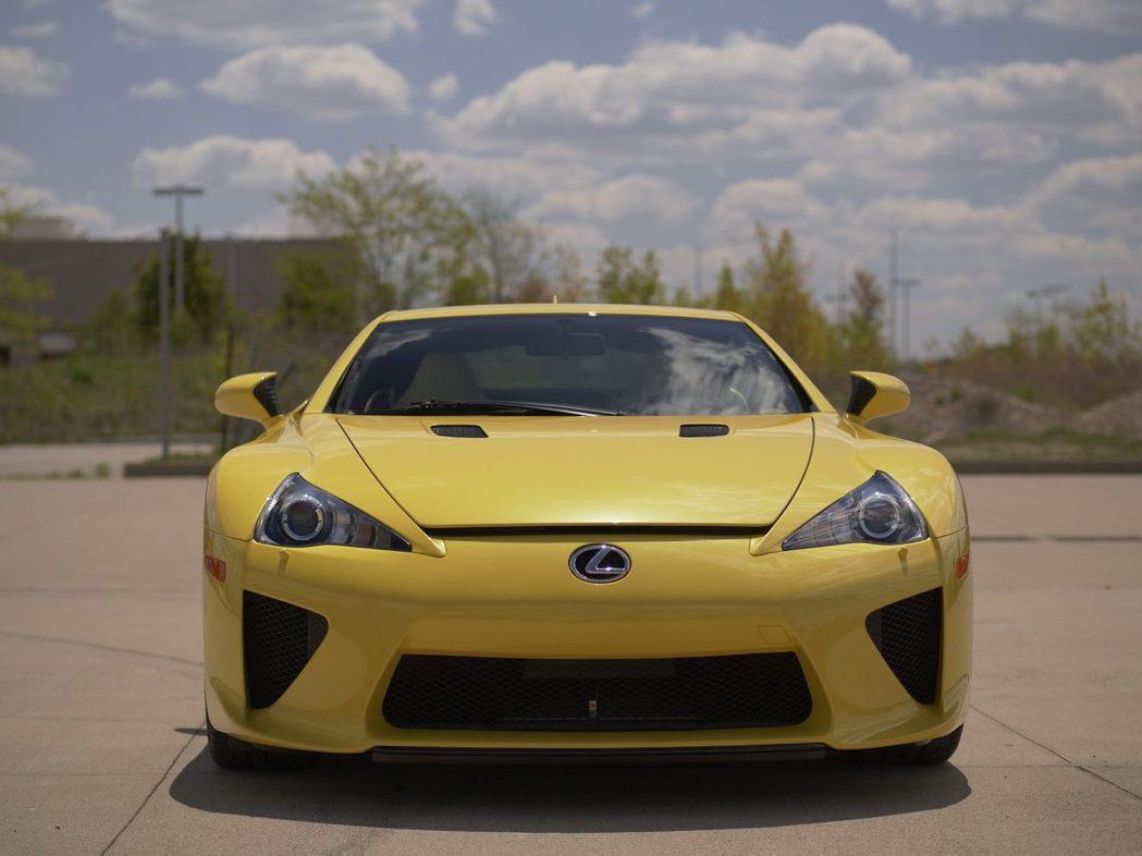 全球限量500台的LFA,一直是超跑迷眼中的夢幻逸品。 摘自Carscoops....